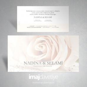 Hochzeitseinladung mit einer Rose in rosé im Hintergrund 055