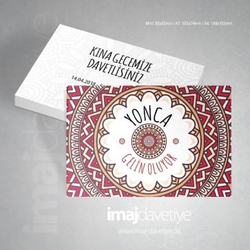 Mandala tarzında süslemeli kırmızı renkte kına davetiyesi kartı 26